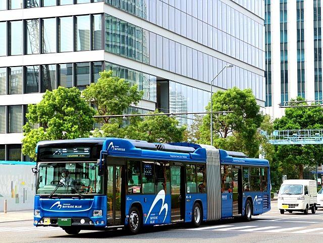 長くて青いバス「ベイサイドブルー」