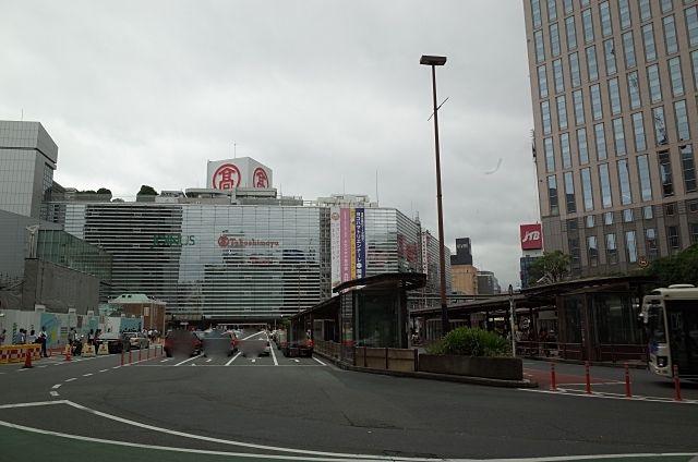 横浜駅前の高島屋