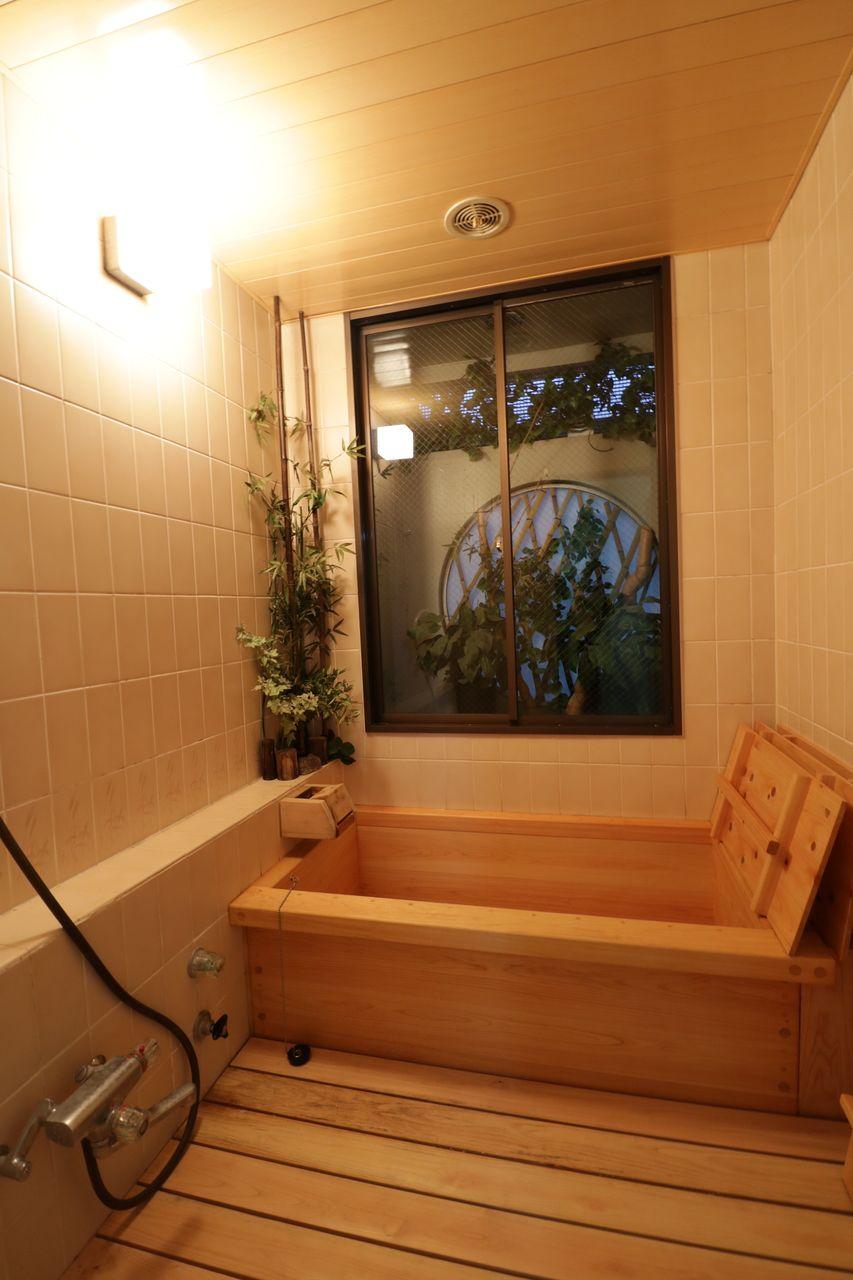 贅沢なヒノキ風呂